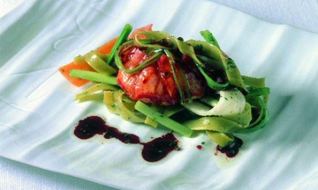 pasta-con-bogavante-verduras-y-salsa-de-vino-tinto