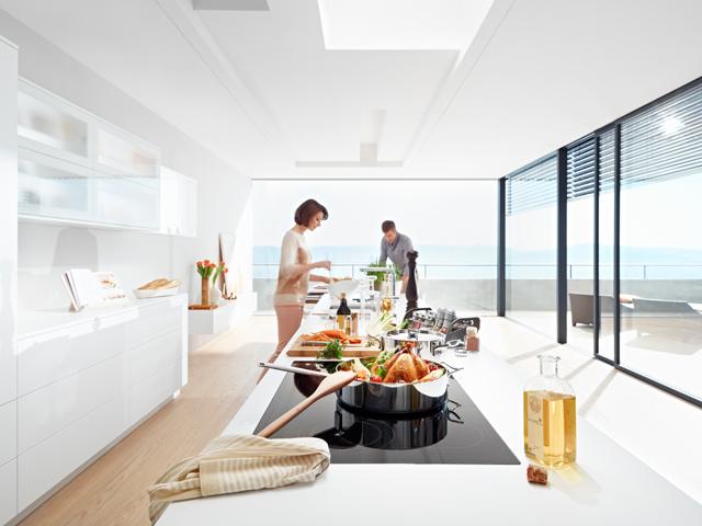Aquí puedes ver perfectamente cómo se usan cada una de las zonas. Vas dejando atrás las zonas de trabajo y te vas desplazando hacia la otra parte de la cocina.