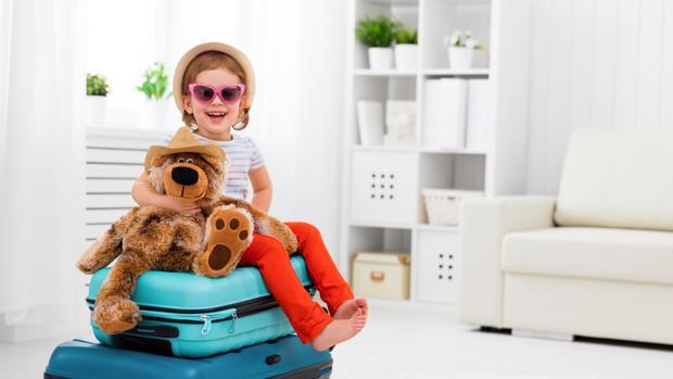 Enseñar a hacer la maleta les hace ser más responsables, cuidadosos y ordenados. abc.es
