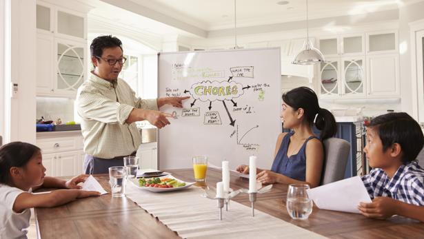 Las reuniones familiares sirven también para negociar con los hijos y argumentar decisiones.