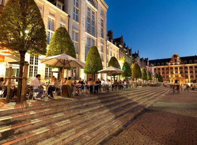 Oude Markt por la noche. hola.com