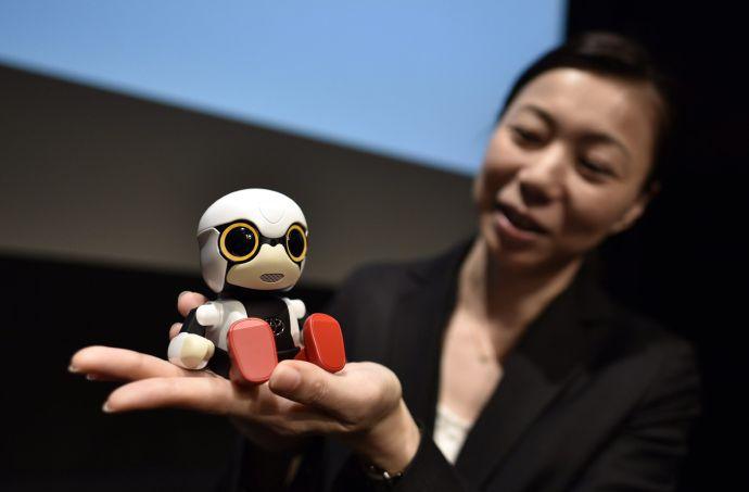 El robot es parte de proyecto Toyota Heart, a través del que busca desarrollar una interacción entre hombres y máquinas con un toque humano, en un formato distinto de los automóviles. Franck Robichon(EFE)