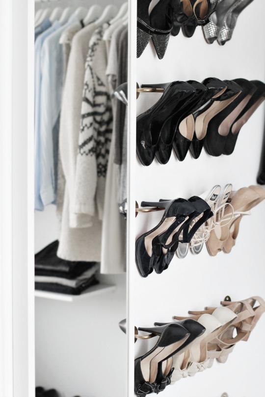 Zapatos organizados: Una barra es una opción estupenda. Decoralia