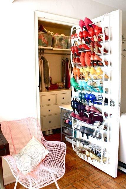 Zapatos organizados: Utiliza la parte interior de las puertas de los armarios. Imujer.