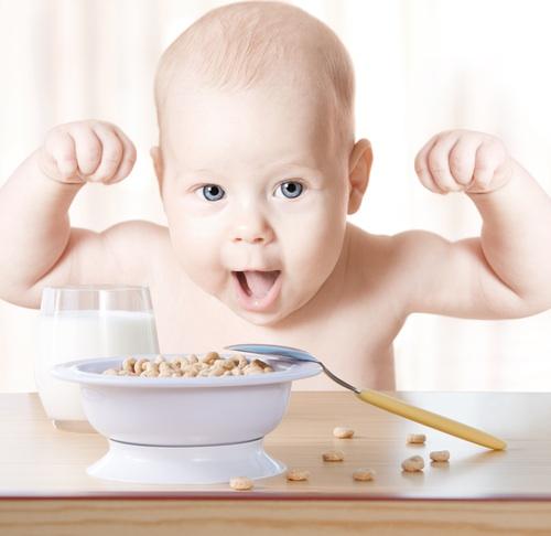 bebe-comiendo-cereales