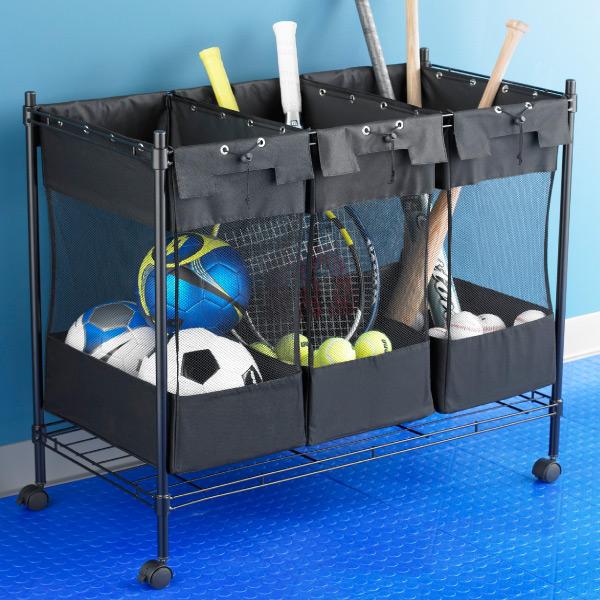 Carrito de lona desmontable con ruedas para organizar los balones.