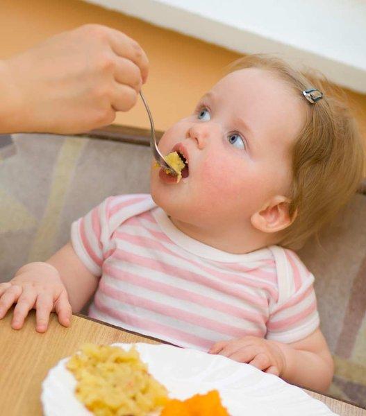 La Alimentación Infantil. Llegados a los 9 meses es tiempo de introducir pescado y huevos.