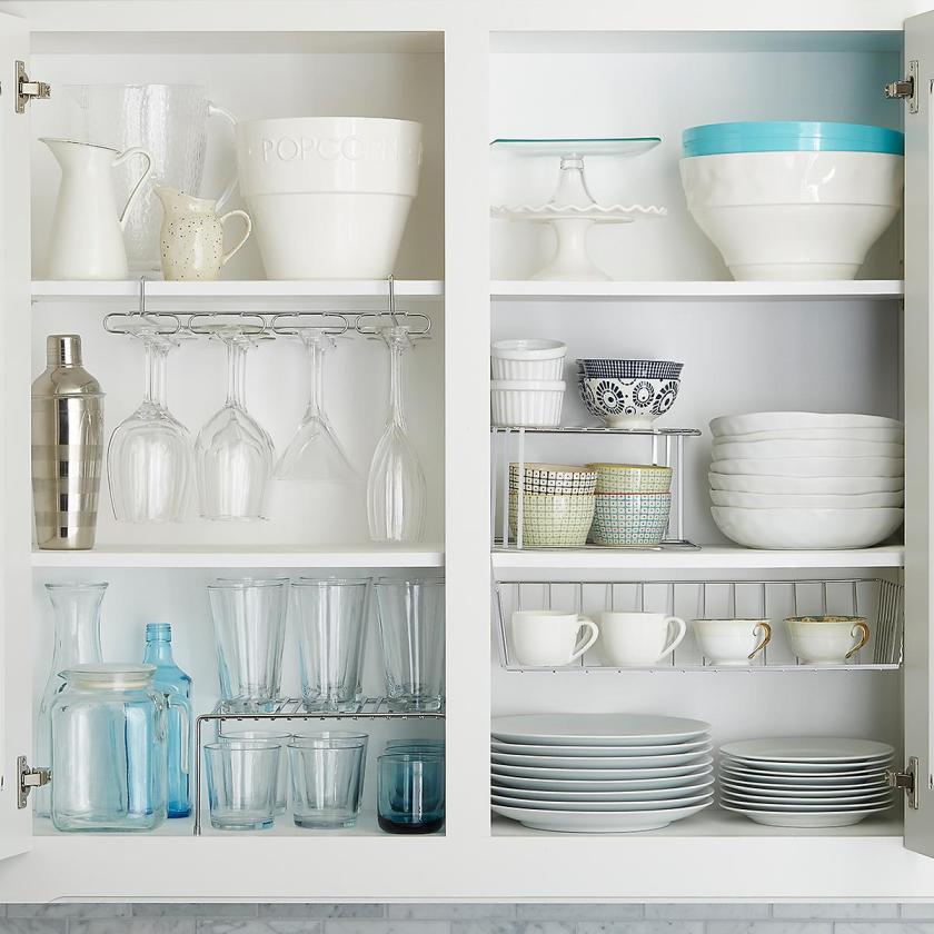 Optimiza los armarios altos de la cocina a tu comodidad.