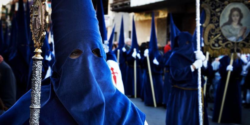 Las túnicas de nazareno y cobrades: manchas y cuidados. Foto:hotel